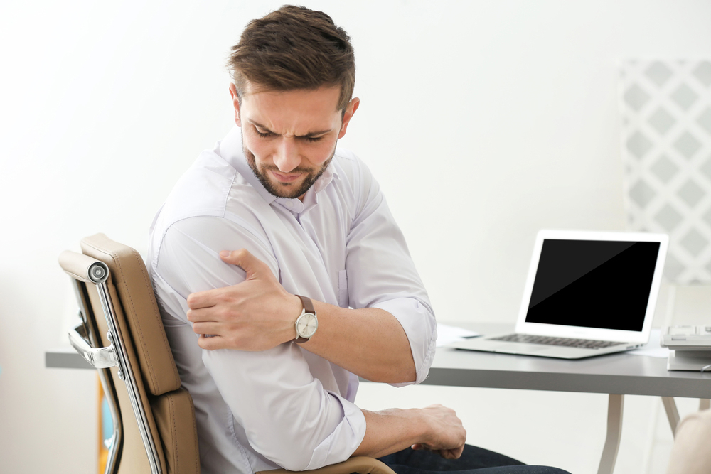 Man with frozen shoulder needs chiropractic care.